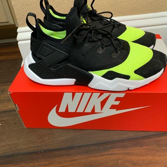 Nike Shoes   Nike Boys Youth Size 6